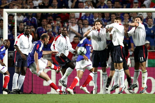 France's Zinedine Zidane (3L) scores from a free kick against England in their Euro 2004 Group B mat..