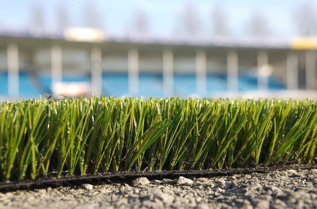 football et pelouse synthétique